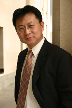 Kenneth Wang, Vera Wangs Brother